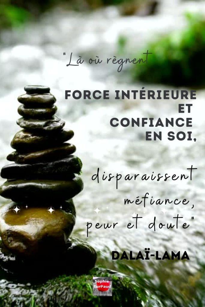 """Citation Dalaï-Lama  """"Là où règnent force intérieure et confiance en soi, disparaissent méfiance, peur et doute""""."""